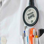 Médico tratamiento del dolor